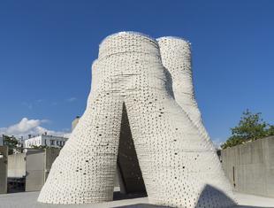 Pawilon letni Hy-Fi projektu The Living. Materiały biodegradowalne we współczesnej architekturze
